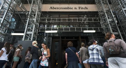 Abercrombie Deal Odds Rise as Woes Embolden Whitworth