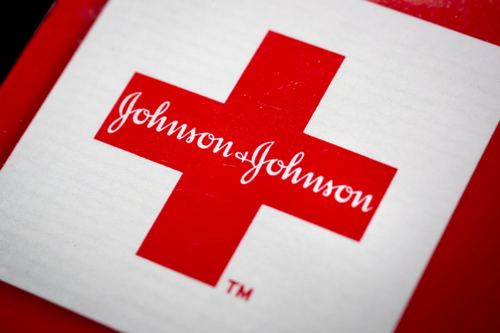 J&J Downbeat Sales Forecast May Signal Wider Problems - Bloomberg
