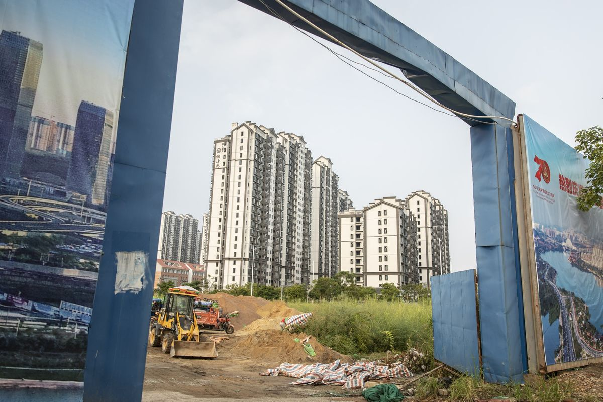 Asia's Rich Brush Aside Risk to Buy Chinese Developer Debt
