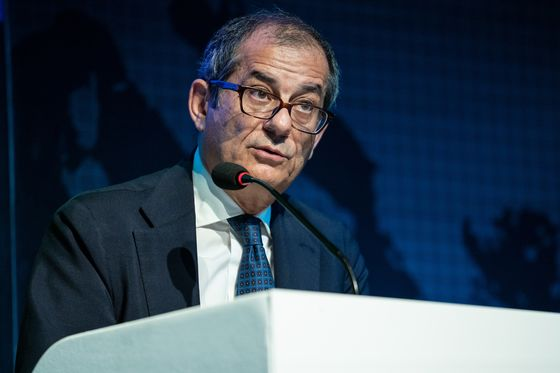 Italy Is the Creeping Concern forFinance Chiefs in Bali