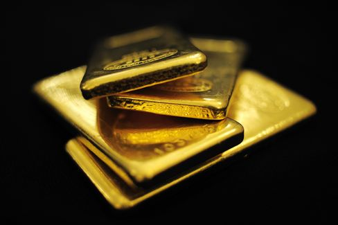 Gold Climbs to Record on Concern Inflation Accelerating