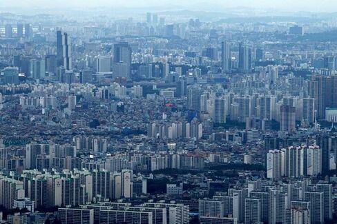 South Korea May Catch Japan's Economic Cold