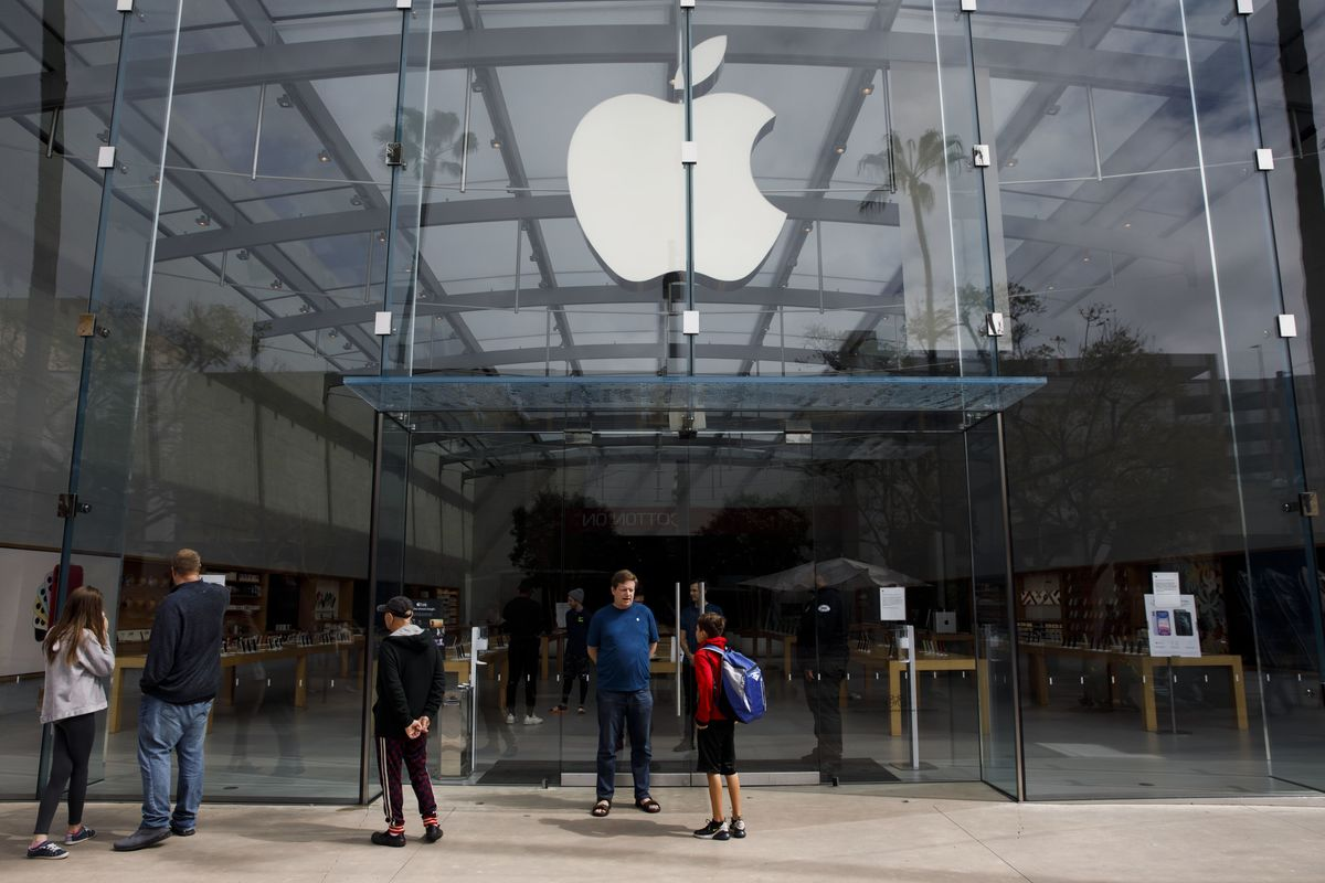 Apple Asks Retail Staff to Work Remotely as Stores Shut Again