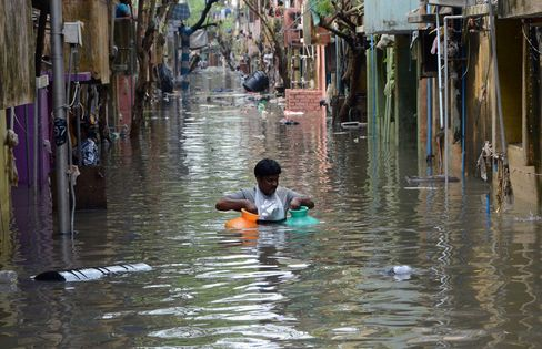 TOPSHOT-INDIA-FLOODS-WEATHER-DISASTER