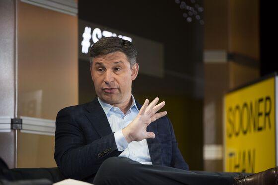 SoFi CEO Dives Deeper Into Crypto With Bitcoin, Ethereum Rewards