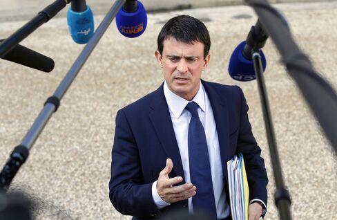 Hollande Names Manuel Valls Prime Minister After Election Defeat