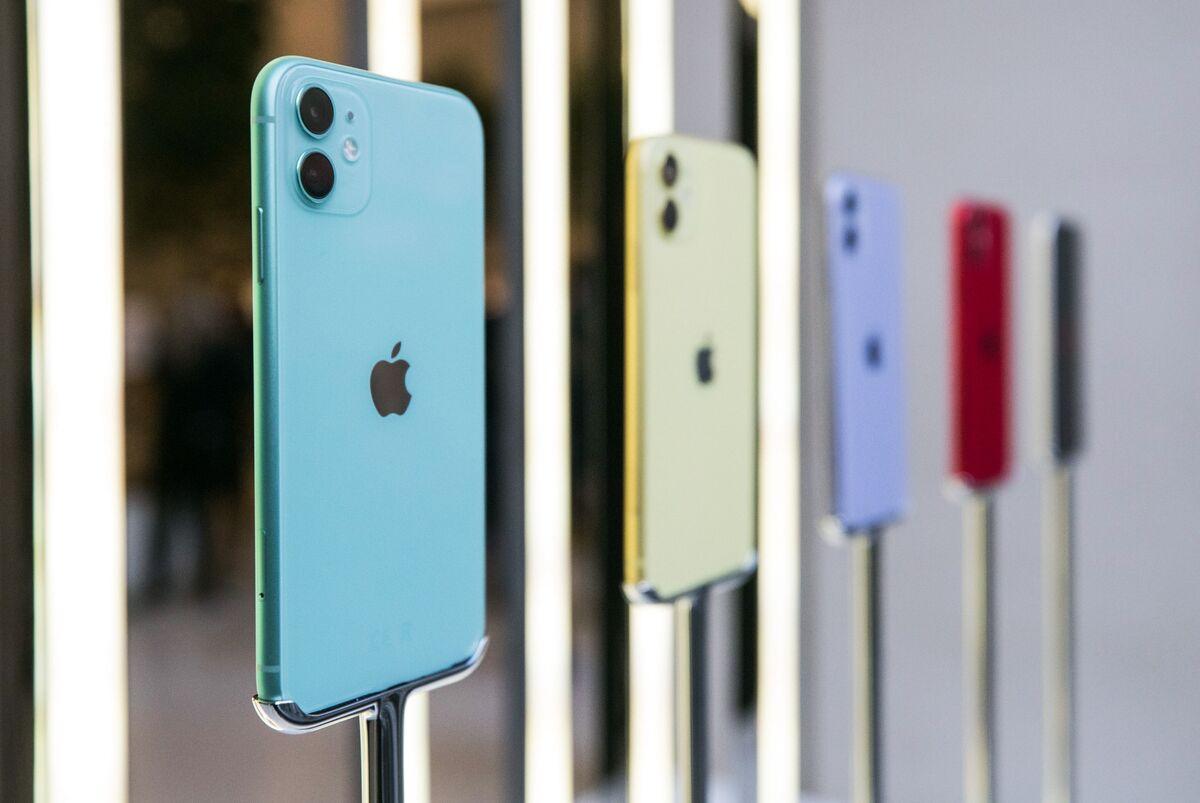 Apple Smashes Revenue, iPhone Estimates in Record Third Quarter