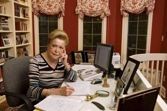 Mary Higgins Clark, 'Queen of Suspense Novels,' Dies at 92
