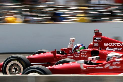 Dario Franchitti Holds Off Sato for Third Indianapolis 500 Win
