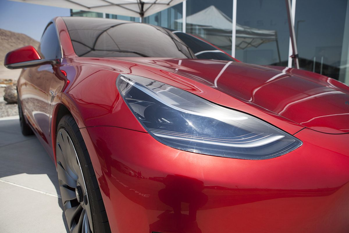Musk Risks Missing the Mainstream If Model 3 Strays From $35,000
