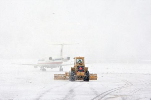 Snowbound Jets on U.S. Tarmacs Spur Call for Tougher Rules