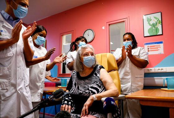U.S. Cases Slow in Holiday Amid Warnings of Worse: Virus Update