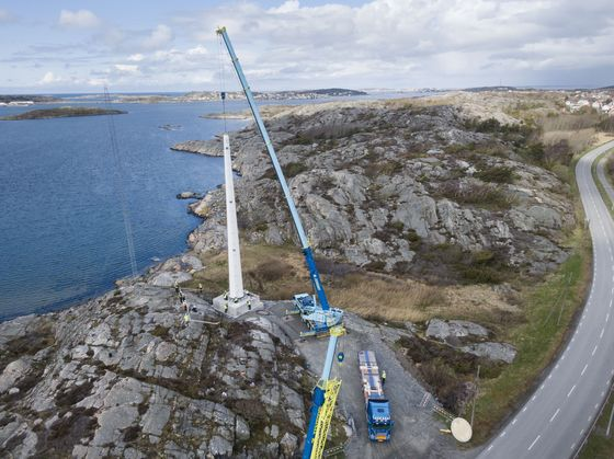 Peek Into a Wooden Mast Reveals Wind Power's Towering Future