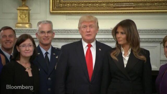 トランプ大統領、「嵐の前の静けさ」発言の説明を依然として控える