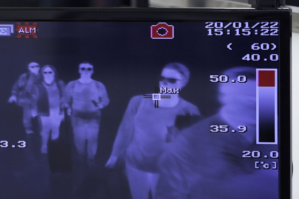 Resultado de imagen de coronavirus airport checks mexico