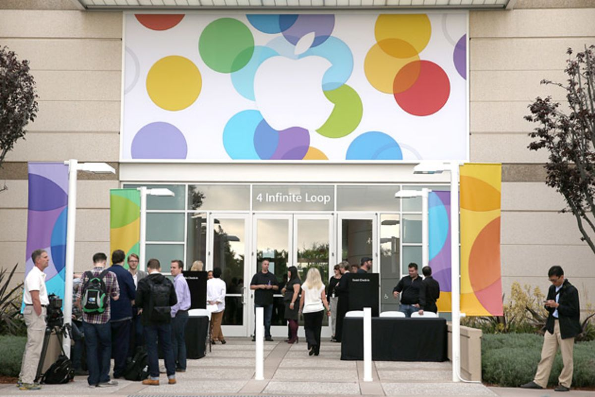 apple company diversity Apple shareholders will decide at their annual meeting whether to tie executives' pay to the company's racial diversity goals.
