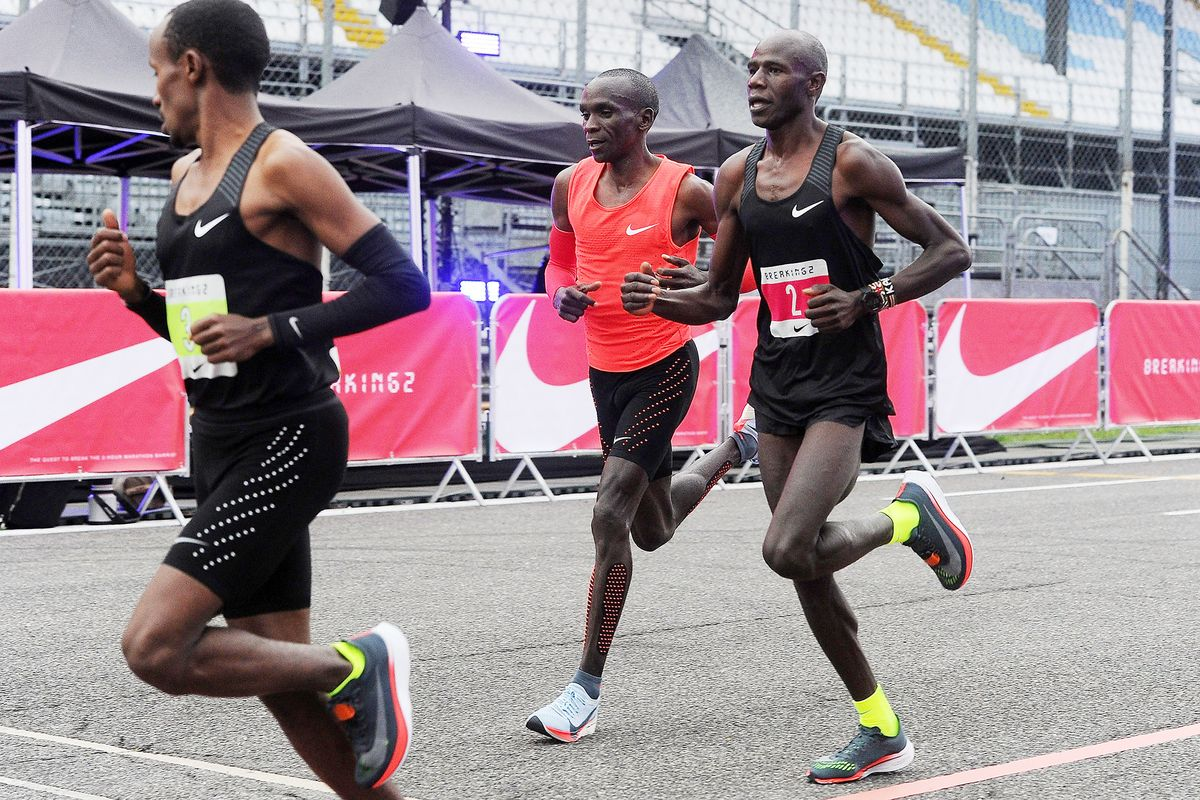 2467c2e08e9d Kipchoge Misses Breaking 2-Hour Marathon Mark by 25 Seconds - Bloomberg