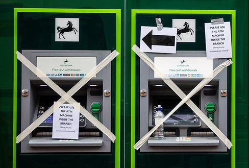 Lloyds to close 200 branches