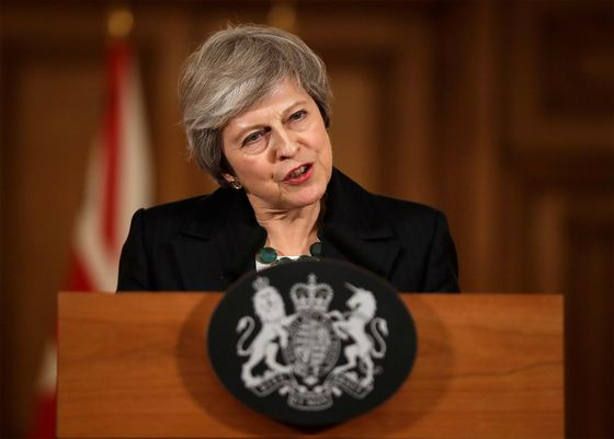 U.K.'s May Stands Firm as Brexit Backers Plot Her Removal