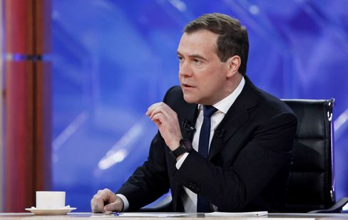 Medvedev Courts Davos Skeptics With Better-Than-China Pitch