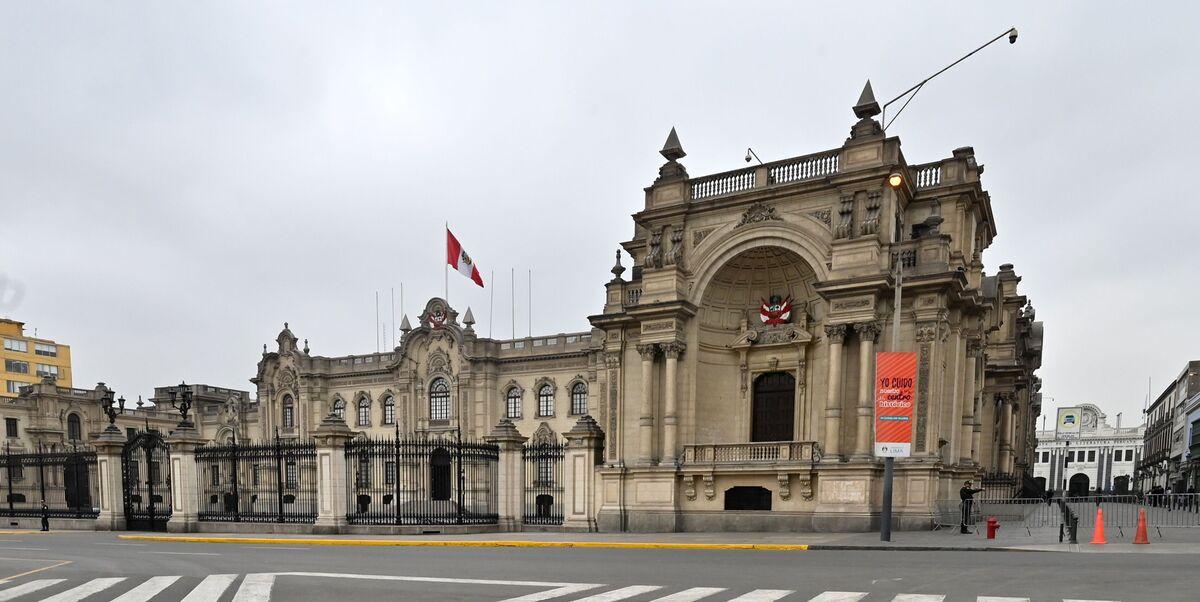Peru Shuts Congress, Triggers a Constitutional Crisis