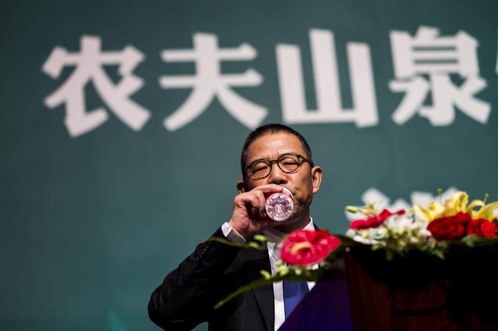 China Bottled Water King Zhong Shanshan Tops Mukesh Ambani as Asia's  Richest Man - Bloomberg