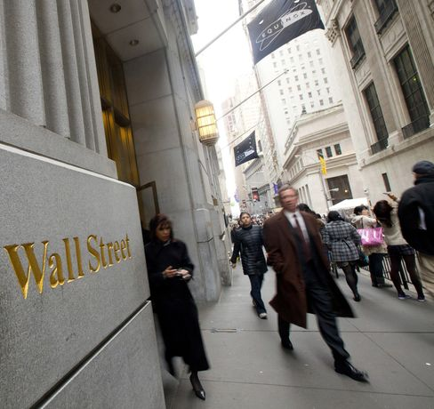 Junior Bankers Feel Disappointment With Pay