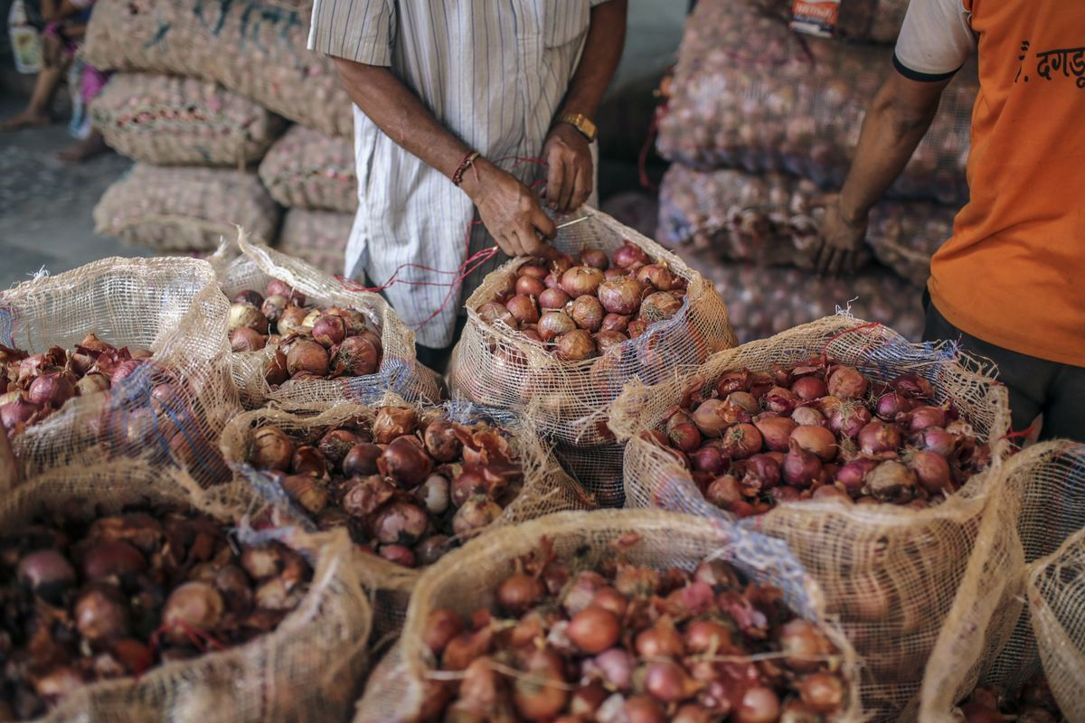 Sizzling Onion Prices Unlikely to Alter India's Easy Rate Cycle