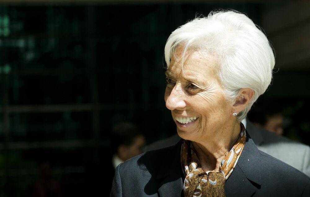 Lagarde Trailblazing at ECB Puts Onus on U K  to Follow Suit - Bloomberg