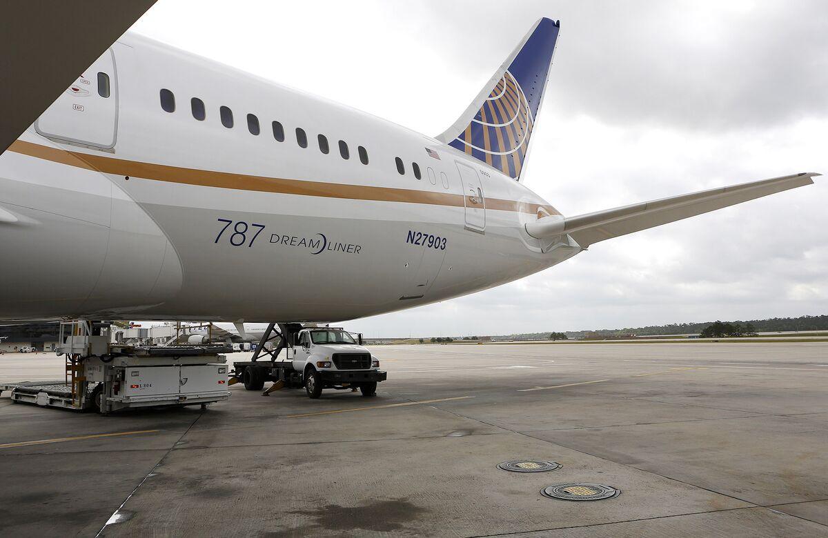 United Air Backtracks on Bonus Lottery After Union Backlash thumbnail