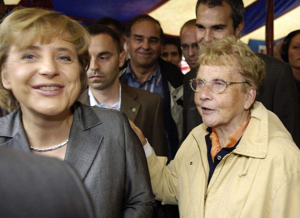 Angela Merkel S Mother Has Died German Chancellery Confirms Bloomberg
