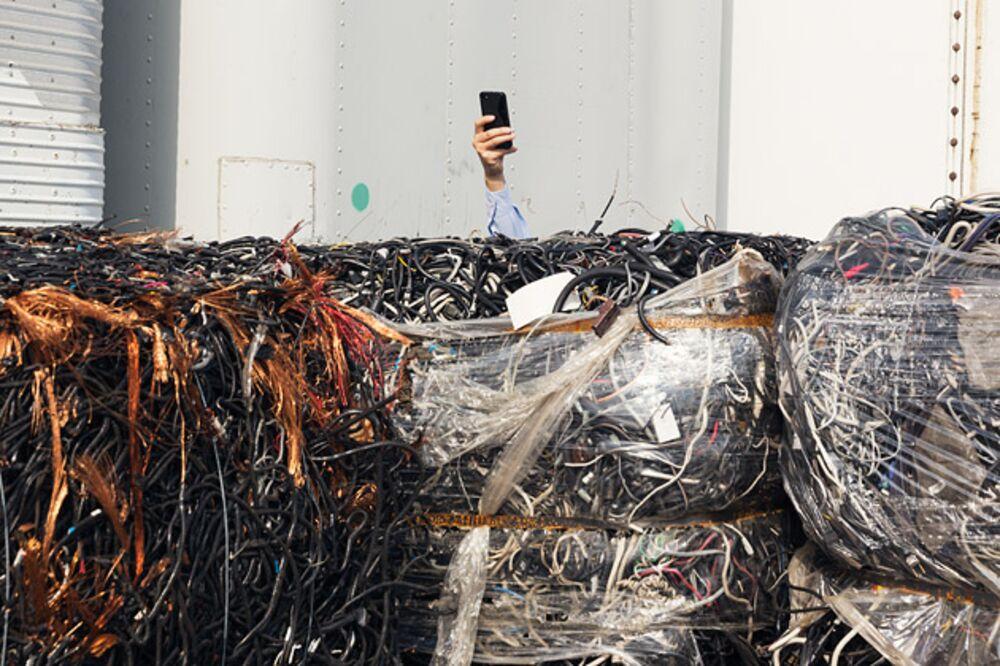 To a Chinese Scrap-Metal Hunter, America's Trash Is Treasure