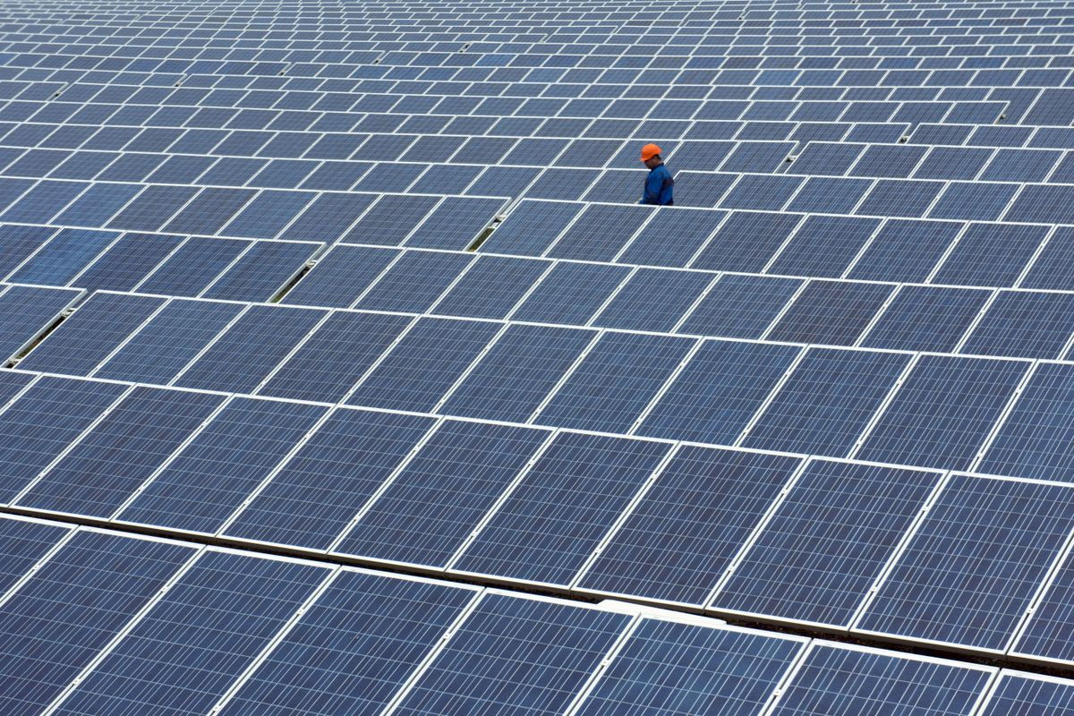 bloomberg.com - Krystal Chia - Rush to Cut Emissions Lifts a Solar Mogul's Wealth to $4 Billion