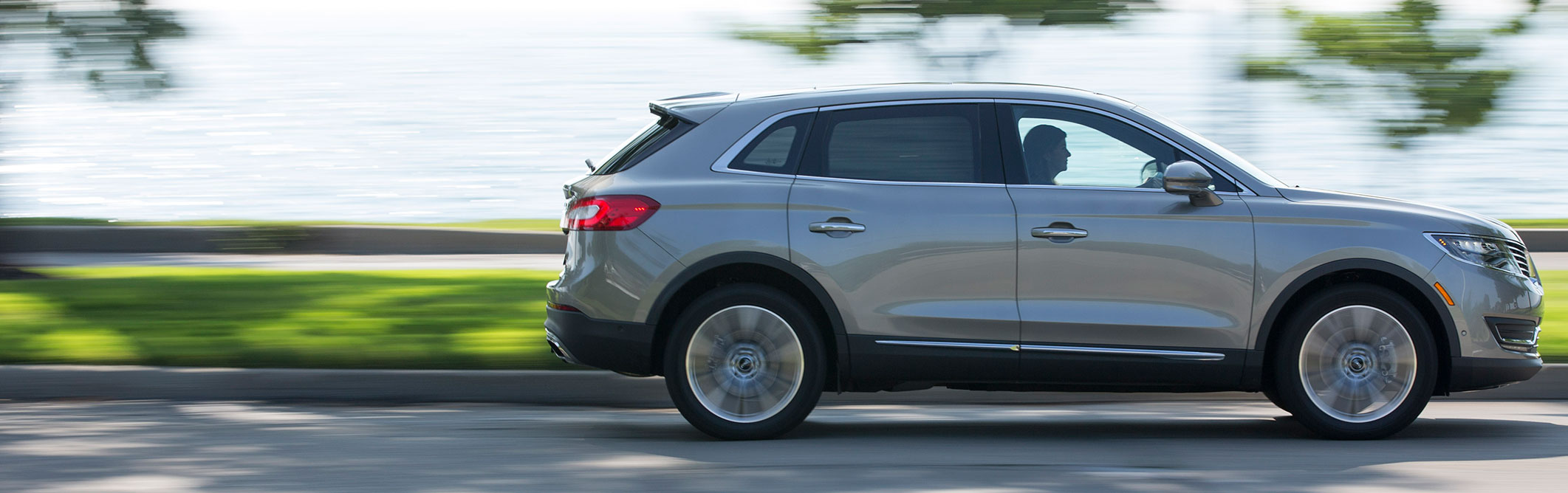 The  Lincoln Mkx Is Not A Luxury Vehicle No Matter How Hard It Tries Bloomberg