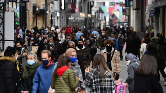 Italy Approves New Virus Relief Amid Growing Protests