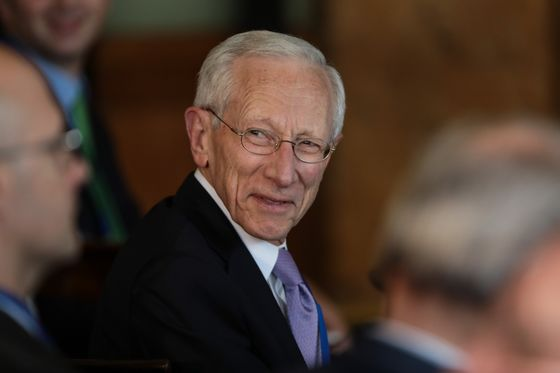 BlackRock Enlists Stanley Fischer for Investment Analysis Role