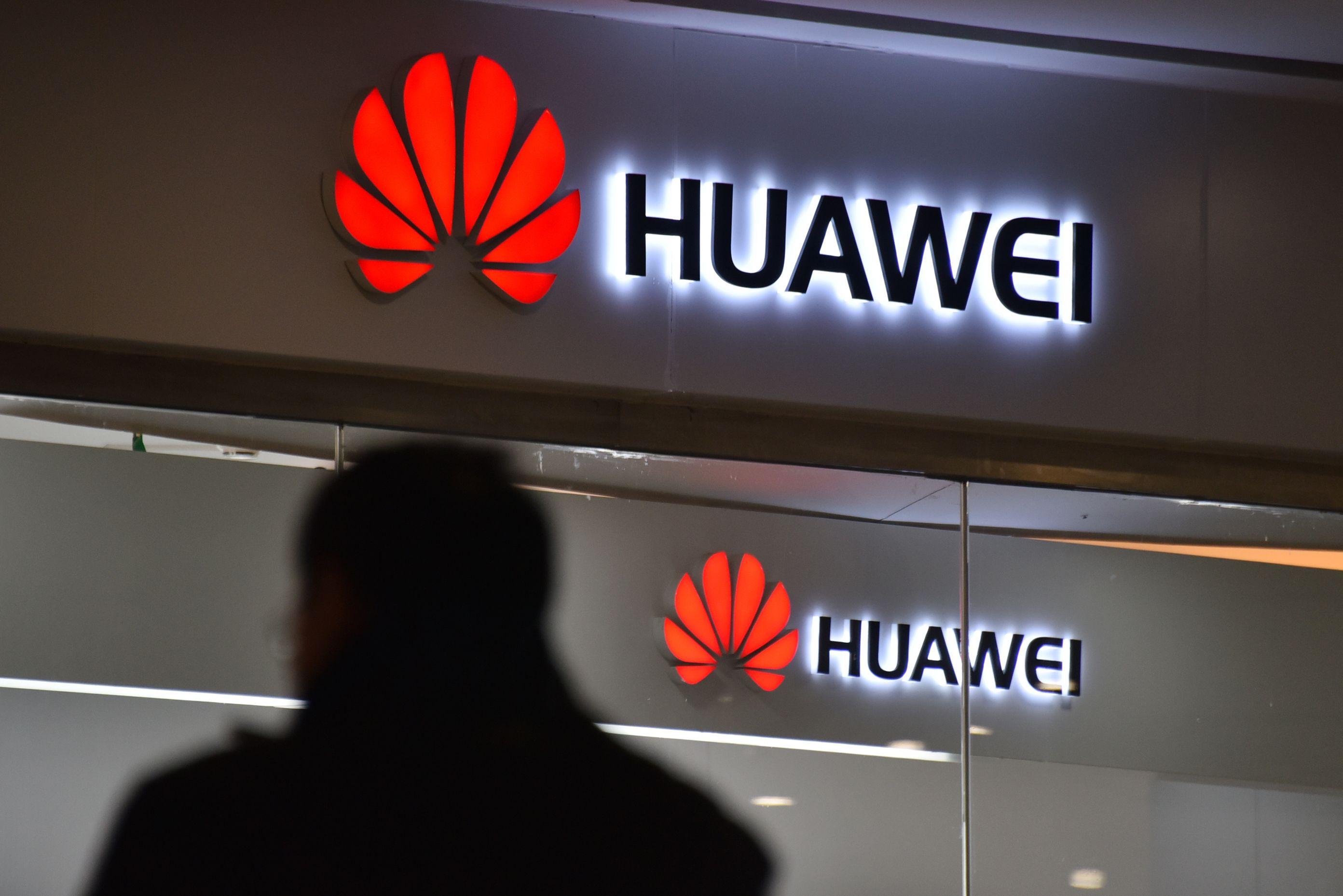bloomberg.com - Pankaj Mishra - Attacking Huawei Will Backfire