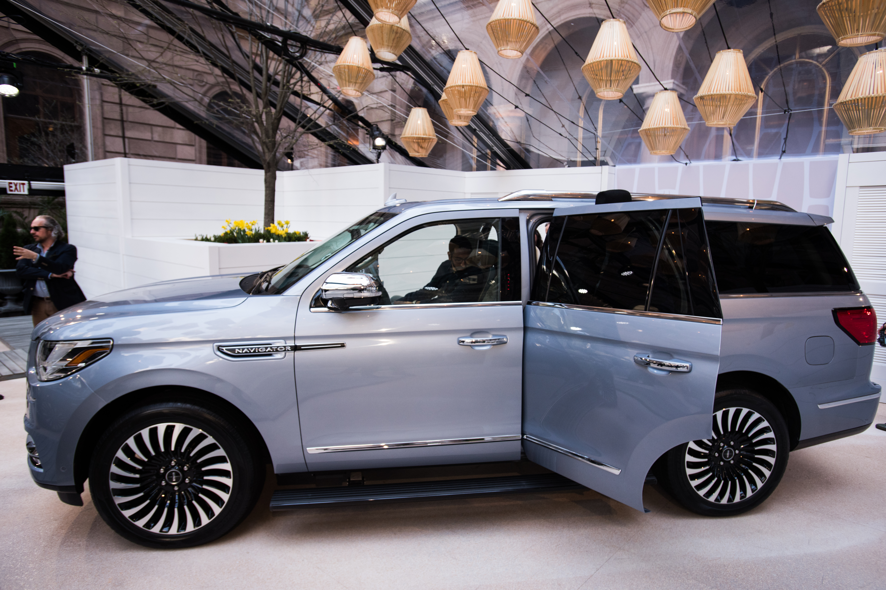 Ford\'s Lincoln Looks to SUVs for Salvation as Car Models Stall ...