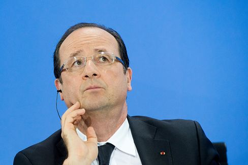 As He Zigzags on Taxes, Hollande Backs Himself Into a Corner