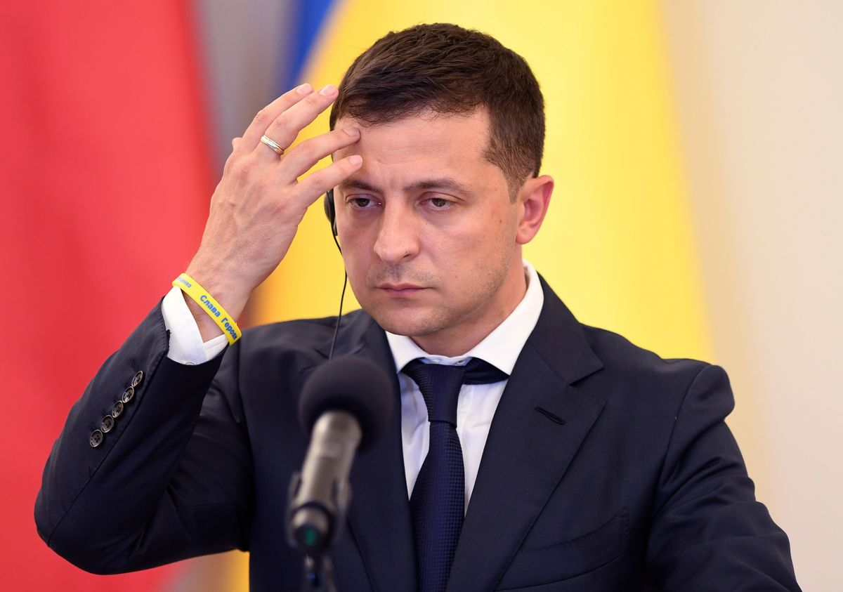 Ukraine's Zelenskiy Can't Afford to Fail His Oligarch Test