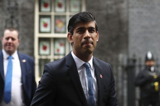 Sunak to Scrap Key U.K. Pension Pledge to Help Fix Coffers