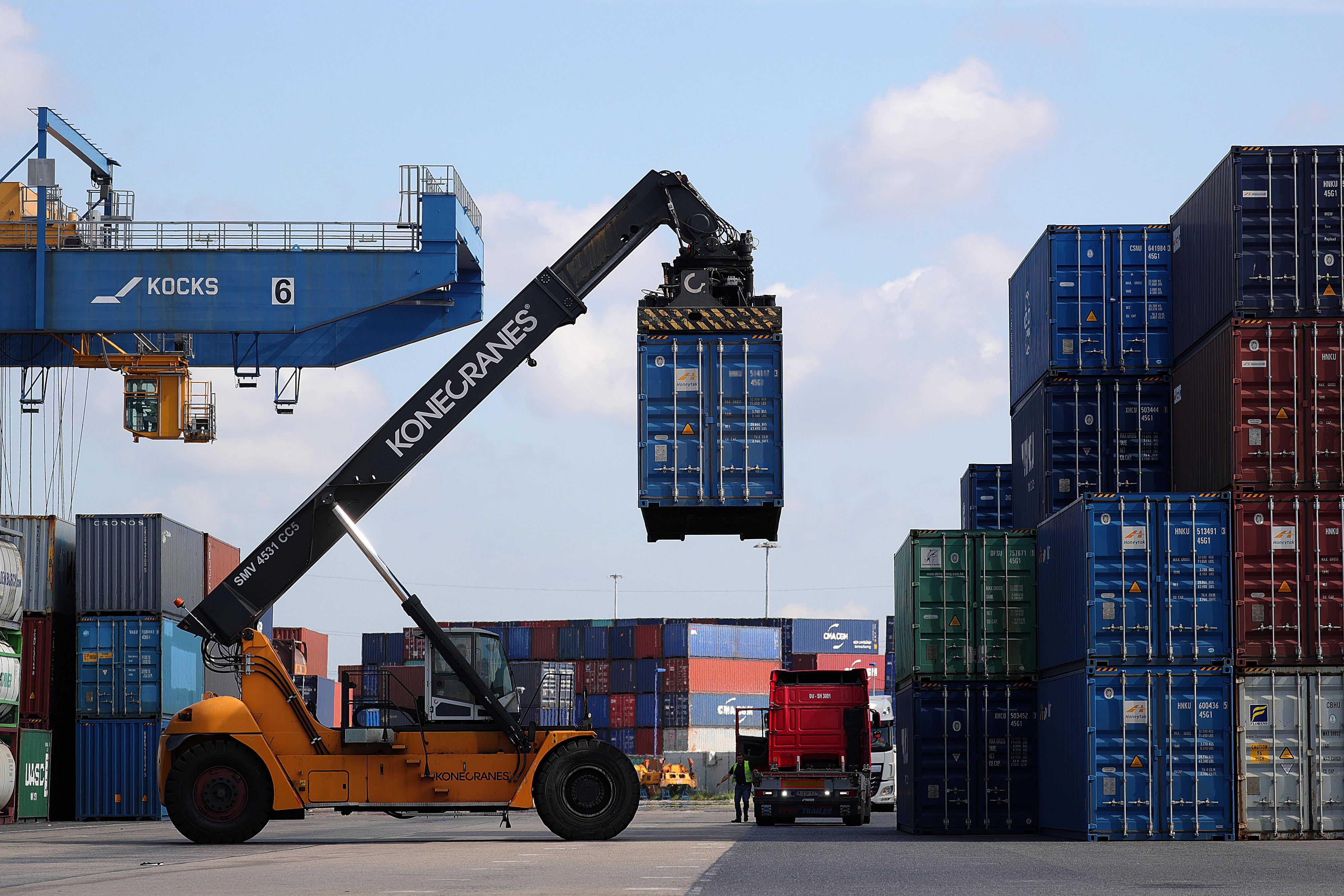 """Résultat de recherche d'images pour """"germany, vehicles, export, port, 2018, 2019"""""""