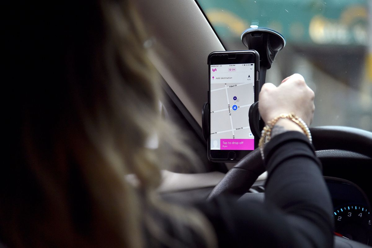Lyft Tells Drivers to Work for Amazon After Ridership Plummets