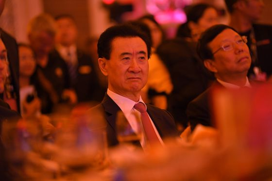 China Tycoon Who Lost $32 Billion Tries to Salvage an Empire
