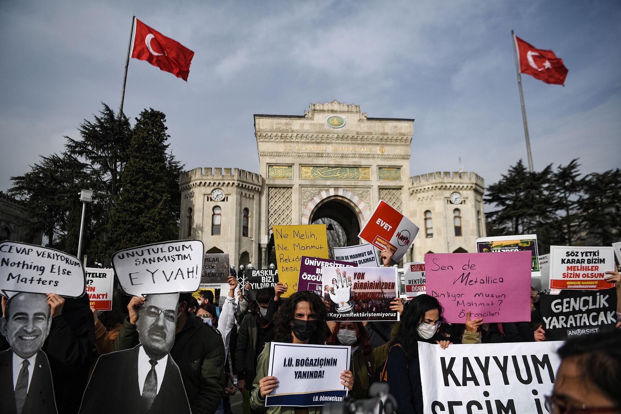 Üniversitenin rektörünün atanmasına karşı bu ayın başlarında İstanbul'da düzenlenen bir gösteri.