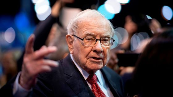 Buffett Dumps Airlines and His Aerospace Pain Only Worsens