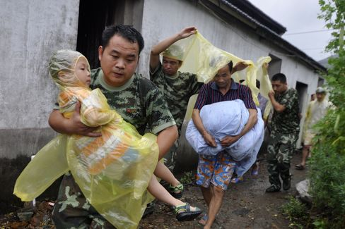 Typhoon Haikui Lashes Eastern China, Grounding Shanghai Flights
