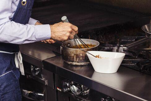 鴨から絞り取られた血と肉汁がソースにリッチなコクを与える