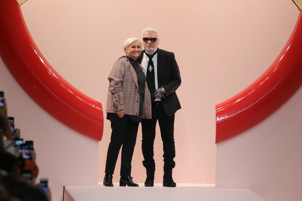 e567a521f1c1 Fendi Leans on Granddaughter After Karl Lagerfeld s Death - Bloomberg