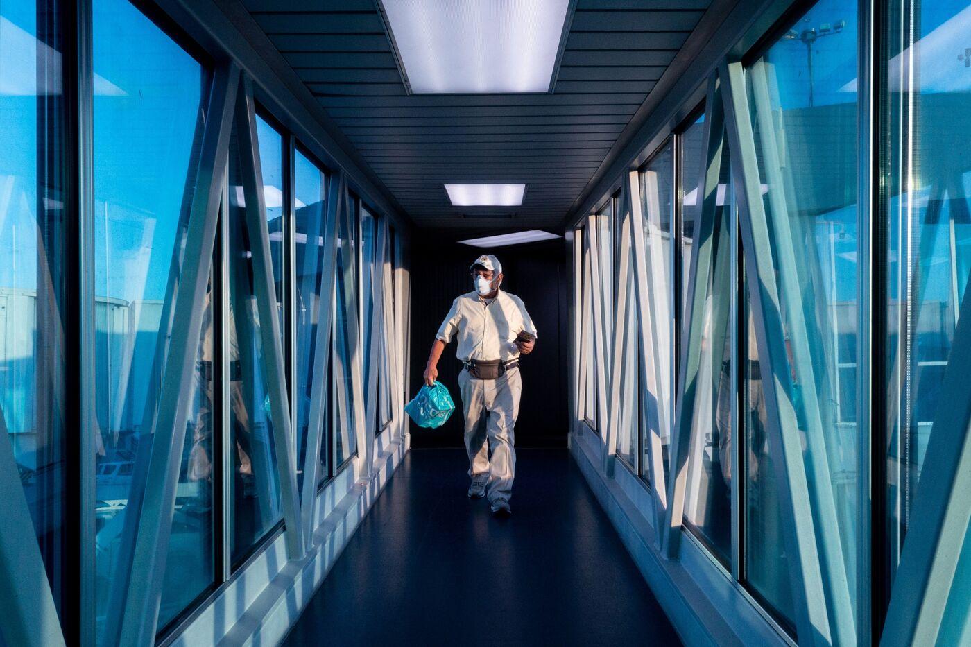 Airline Passengers As Virus Global Risk Of Virus Spreads